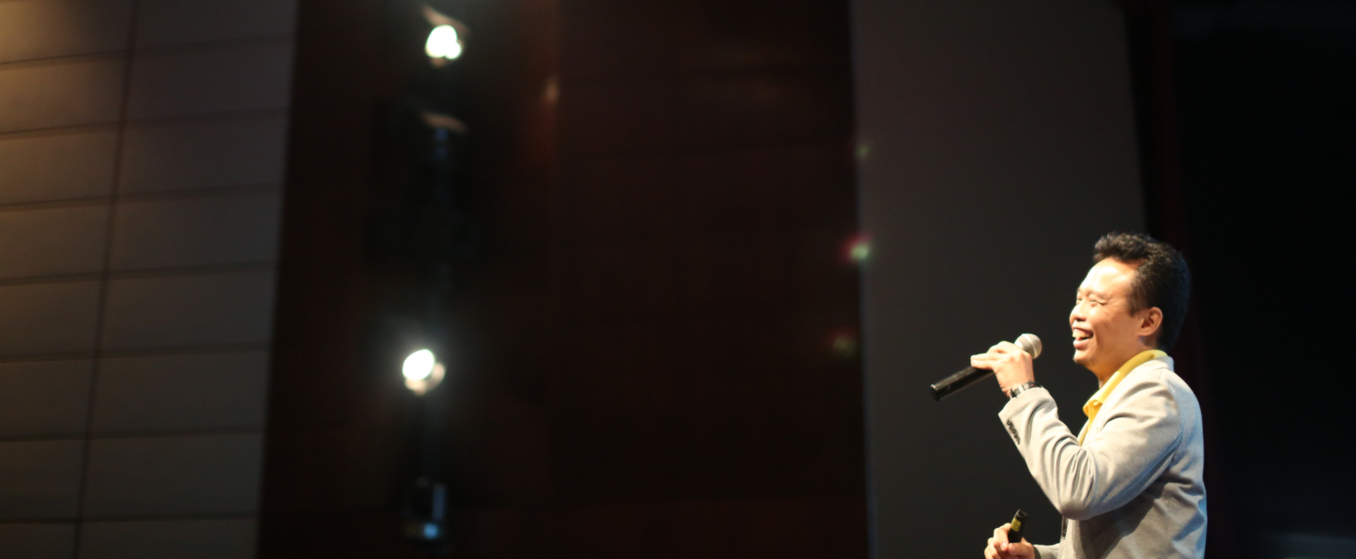 ellery ng speaking speaker stage public storify animagine singapore